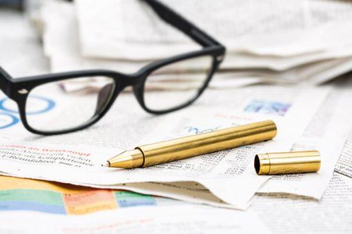 Ein goldener Kugelschreiber als Premium-Werbeartikel